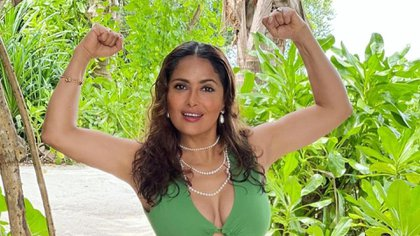 You can read Salma proud of her age and the effects that time has left on her body (Image: IGsalmahayek)