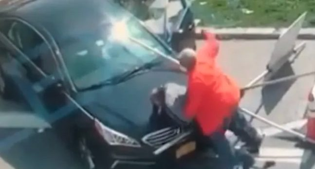 A man shoots and kills his girlfriend on the street, runs over and slaughters her in the car