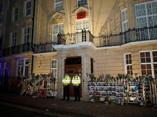 Myanmar, embassy in London occupied by the army - Corriere.it
