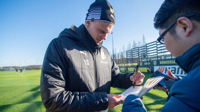 Die Autogramme von BVB-Torjäger Erling Braut Haaland sind begehrt.