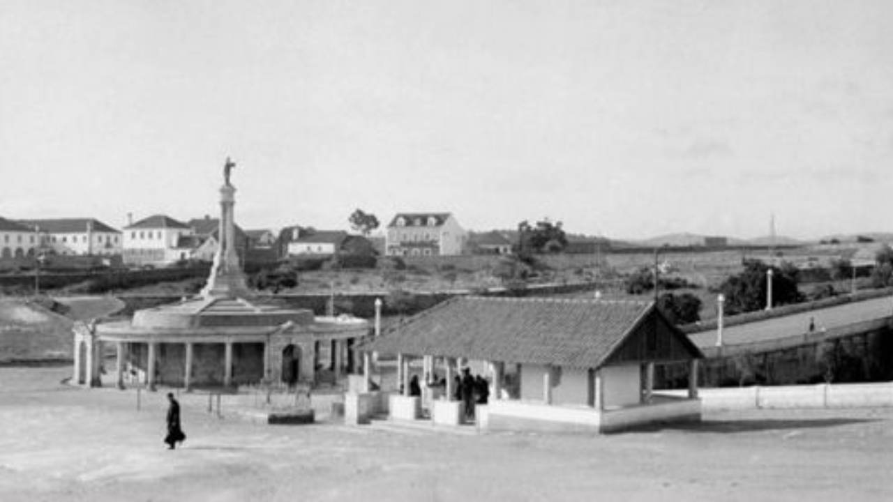 Vintage image of Fatima miraculous sources