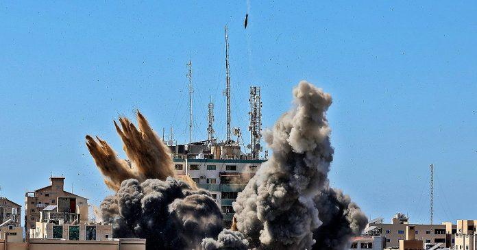 Gaza, Palestinian rockets at the border crossings: Humanitarian aid is blocked.  Israel: