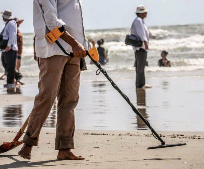 Saint-Malo : il découvre une alliance en or dans le sable