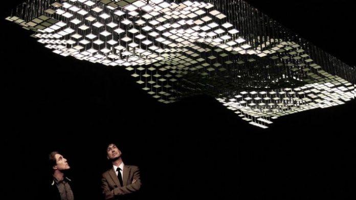 """Installation """"Liquid Sky"""" vom Lichtkünstler Christopher Bauder (Quelle: darkmatter.berlin)"""