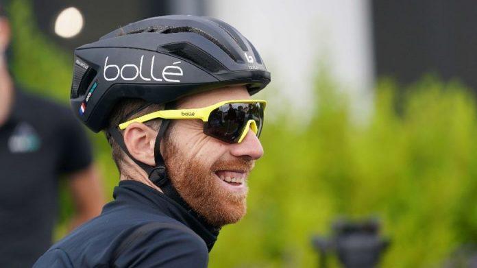 Quentin Pacher tout sourire à Brest, avant le départ du Tour de France, samedi.