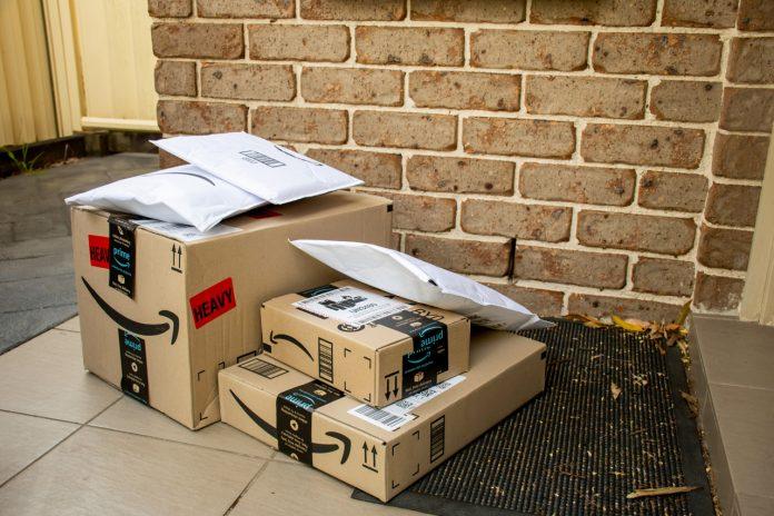 Amazon, a livré à Jillian Cannan 150 colis par erreur depuis le 5 juin 2021.