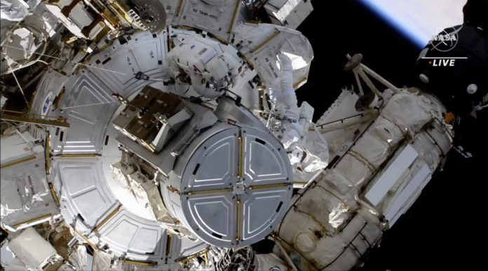 Astronauts complete the work of solar panels in the third spacewalk