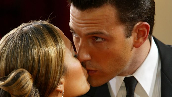 Photo proof: J Lo and Ben Affleck caught smooching!