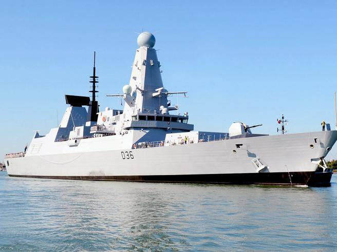 Russia says it shot the British warship HMS Defender in the Black Sea - Corriere.it