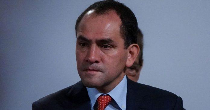Secretary Arturo Herrera arrives 'sad' at treasury and goes 'happy' to Banco-El Financio