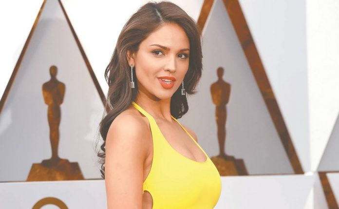 Eiza González demuestra fuerza femenina en el Oscar