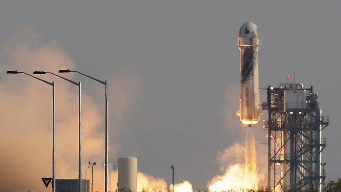 Democratic Congressman salutes Bezos' suborbital flight with calls for space tourism tax - RT USA News