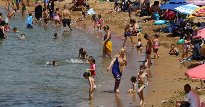 Algeria, nearly 200 people got drunk after swimming in the Mediterranean: