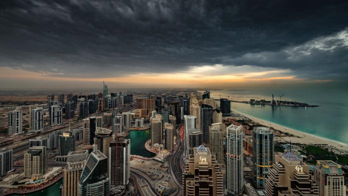 Dubai, drones create artificial storms against the scorching heat