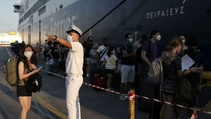 Greece does not offer discounts, thousands of tourists without Green Pass refused when boarding ferries