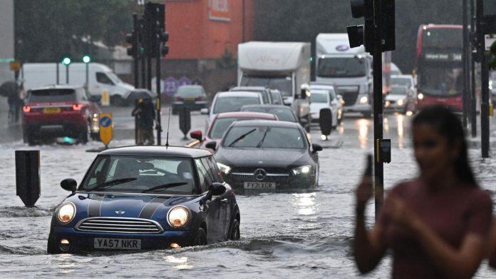 Londres: des pluies torrentielles entraînent des inondations inhabituelles