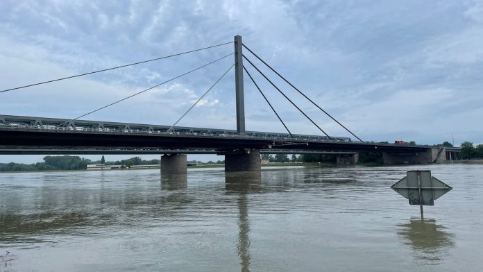 Karlsruhe Regional Council warns of flood tourism - SWR News