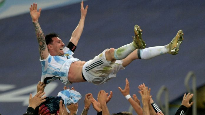 Lionel Messi finally defeated Brazil and was crowned with Argentina