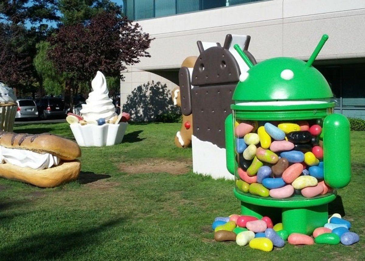 Android figurines on GooglePlex