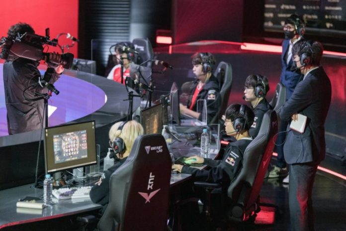 T1 launches a League of Legends coach on Daeny and Zefa