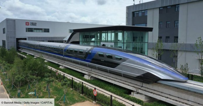 The fastest train in the world appeared in China