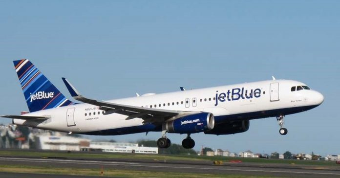 United States.- JetBlue and American Airlines operate more than 700 daily flights from New York and Boston this winter