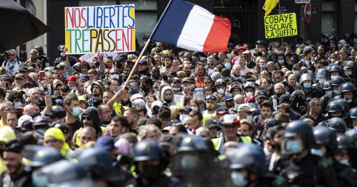 Many opponents of the health card demonstrated in France on Saturday - Global Monitoring of Covid-19 - rts.ch