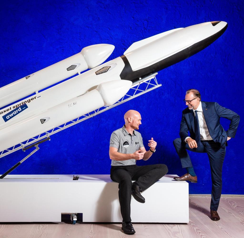 Astronaut Alexander Gerst with ESA Director General Josef Aschbacher (right) with a replica of a carrier rocket