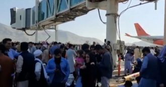 Chaos in Afghanistan at Kabul airport: US forces fire shots in the air to prevent citizens from boarding planes.  Emergency: 80 wounded in one day.  We will not leave the country