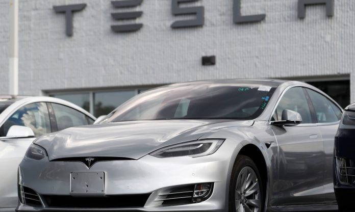 Autopilot-driven Tesla crashes into a police car and nearly hits a police officer in Florida