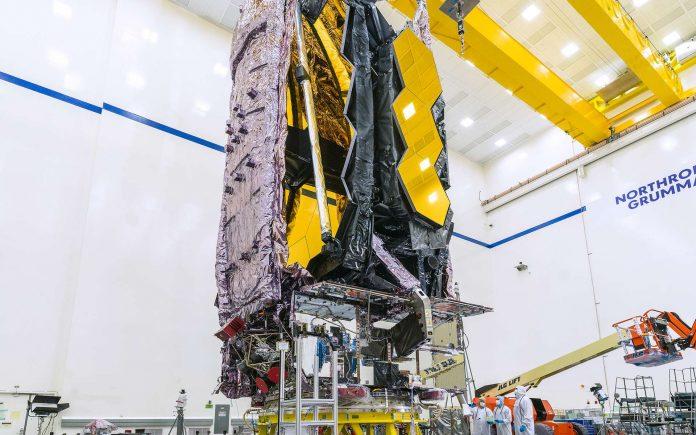 L'observatoire James-Webb plié en forme de rectangle pour tenir dans la coiffe d'Ariane 5. © Nasa, Chris Gunn
