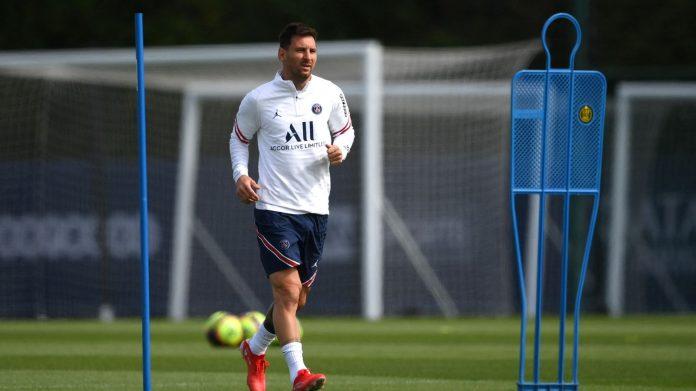 Lionel Messi makes his PSG debut against Reem