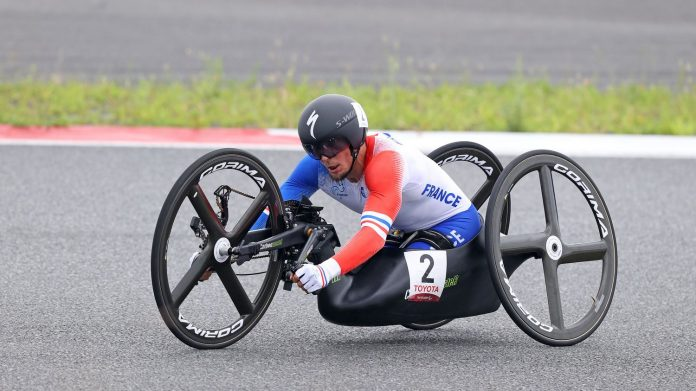 Loïc Vergnaud takes silver in the H5 . road time test