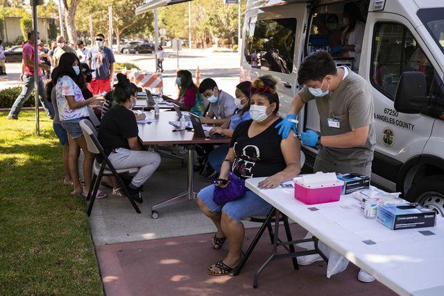 The United States has fully immunized half of its population. [Etienne Laurent - Keystone]