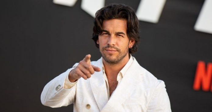 Mario Casas and Desiree Cordero confirm their engagement with a kiss    love 40