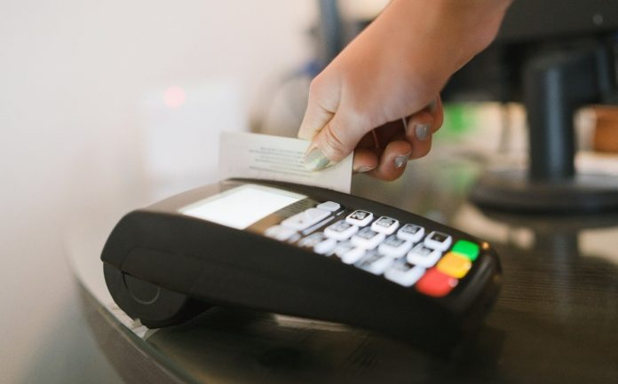 Mastercard destacó que las tarjetas con chip actuales están equipadas con microprocesadores mucho más capaces y seguros. (Especial)