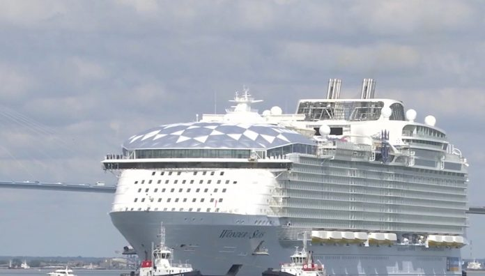 The first rounds in the water of the largest liner in the world