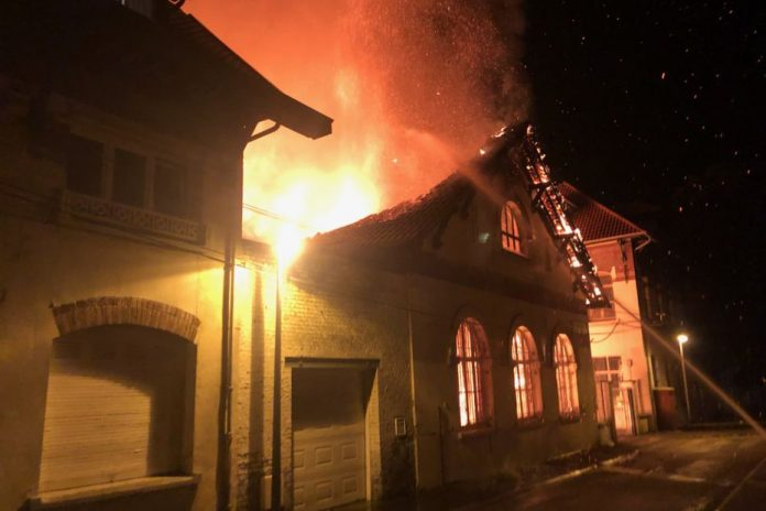 A major fire broke out in the Jean Mack School playground in Lens