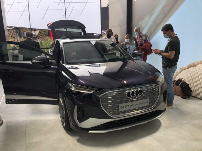 Audi Q4 e-Tron Sportback : le SUV coupé branché - Vidéo en direct du Salon de Munich 2021