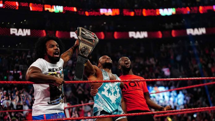WWE RAW: Compensates for money in the big E bank