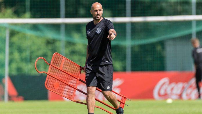 This is the new U21 national coach Antonio de Salvo