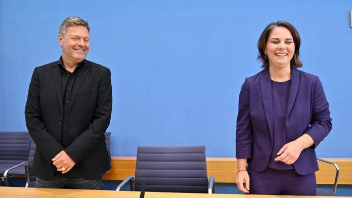 Bundestag Election Live - Baerbock and Habeck in New Groko: