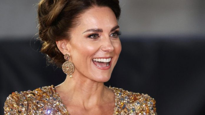 Duchess Kate inspires completely with gold at the Bond premiere