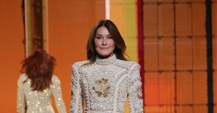 Carla Bruni became a model again at the Balmain show by Olivier Rousteing