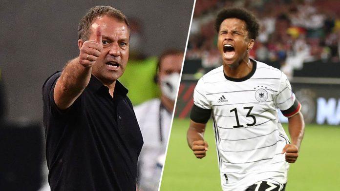 Bundestrainer Hansi Flick hat ein Sonderlob an DFB-Debütant Karim Adeyemi verteilt.