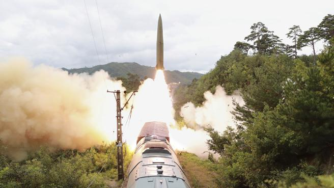 North Korea, the last Kim missile fired from a train exiting a tunnel