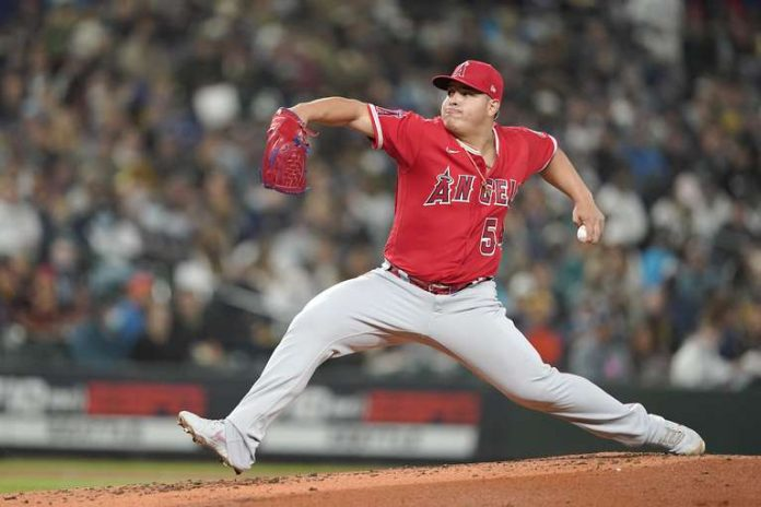 Los Angeles Angels player Jose Suarez plays in the second half of an MLB game that pits his team against the Seattle Mariners on October 1, 2021 in Seattle.  (AP Photo/Ted S. Warren)