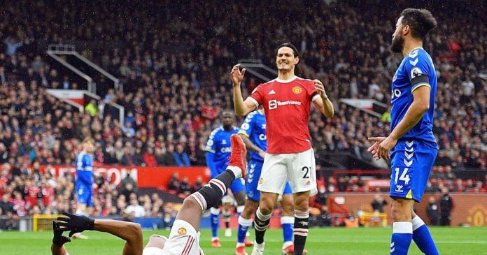 Manchester United still held home against Everton