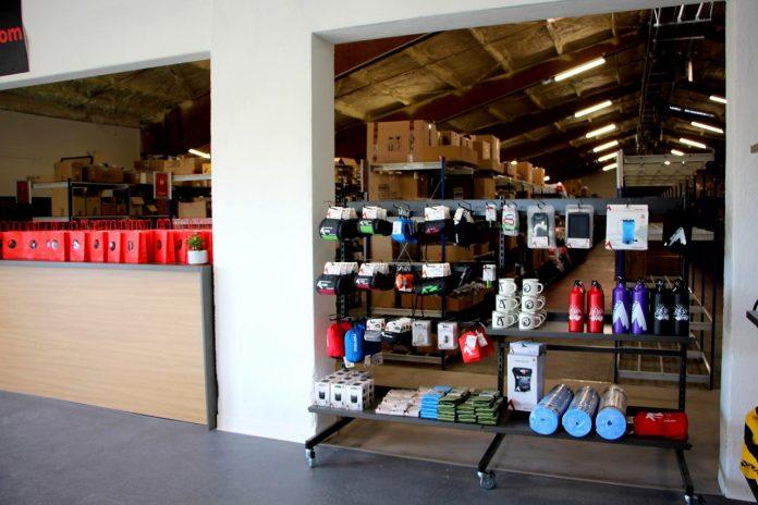 Le nouvel entrepôt de Chullanka compte aussi un comptoir et un showroom.