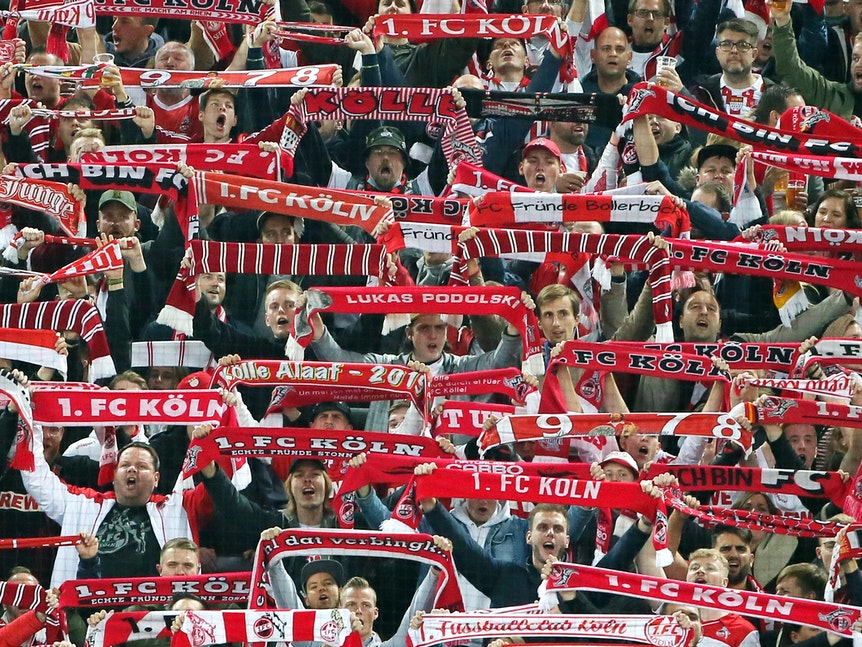 Fans 1. FC Cologne vs. Crutherford.